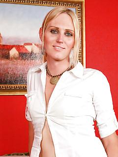 Blonde Shemale Pics